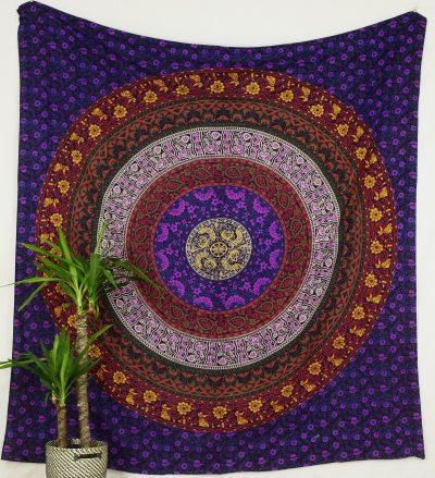Großes Mandala Wandtuch in lila mit buntem Muster