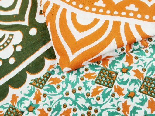 Großes Wandtuch mit orientalischem Mandala in grün orange auf weiß