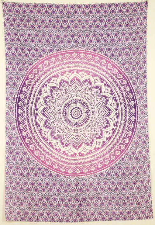 Kleines Mandala Wandtuch in lila rosa