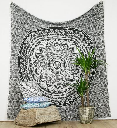 Großes Wandtuch Ombre Mandala schwarz