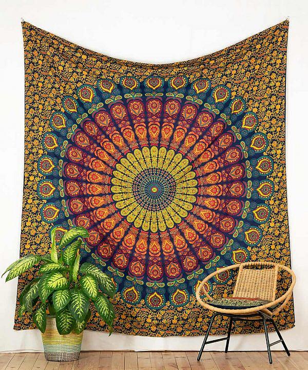 Großes Wandtuch mit Pfauenfeder Mandala in blau gelb