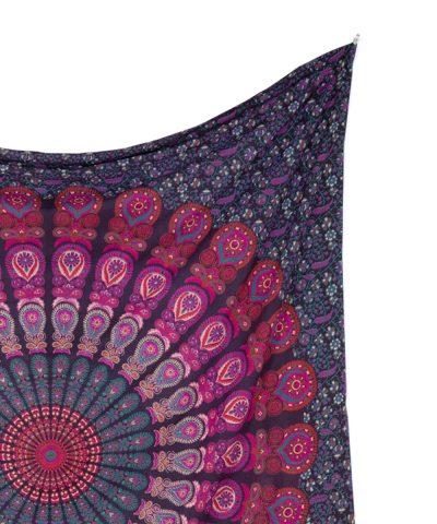 Großes Wandtuch mit Pfauenfeder Mandala in bordeaux rosa