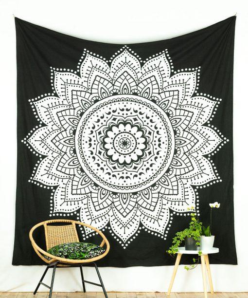 Großes Wandtuch mit Lotus in schwarz weiß