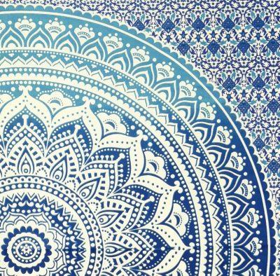 Kleines Mandala Wandtuch in blau weiß