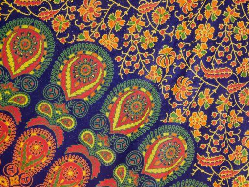 Wandtuch mit Pfauenfeder Mandala in blau gelb
