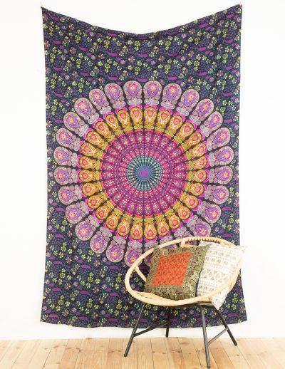 Wandtuch mit Pfauenfeder Mandala in bordeaux gelb und rosa
