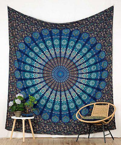 Großes Wandtuch mit Pfauenfeder Mandala in blau türkis