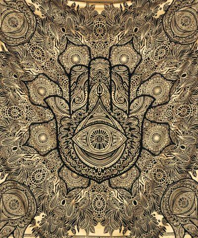 Schwarzes Wandtuch mit Fatimas Hand in goldener Farbe