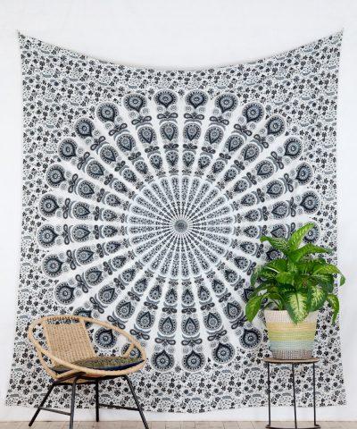 Großes Wandtuch mit Pfauenfeder Mandala in weiß grau