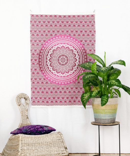 Kleines Wandtuch Ombre Mandala in pink