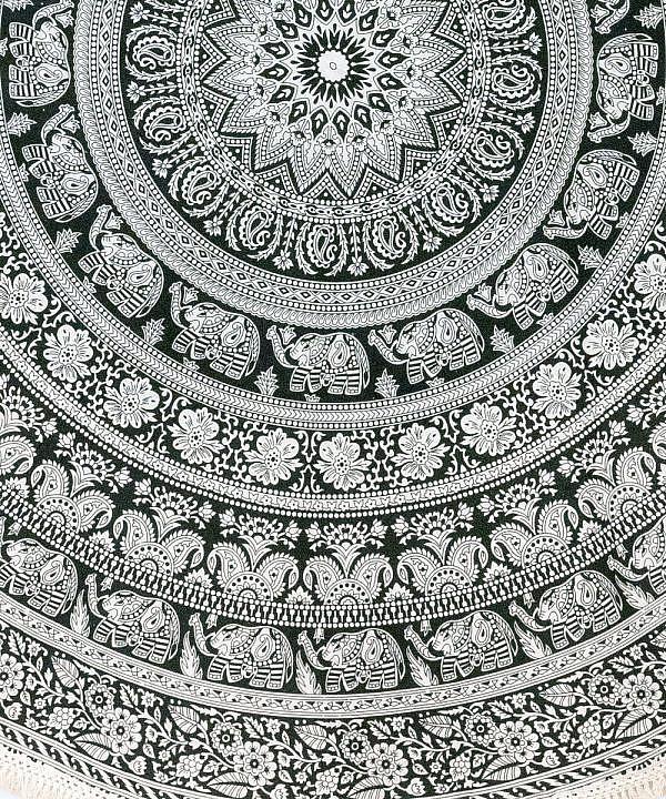 Strandtuch mit Elefanten Mandala in schwarz weiß