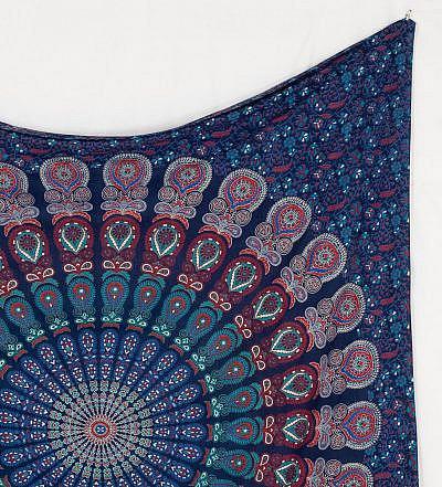Mandala Wandtuch in blau mit Pfauenfeder Muster