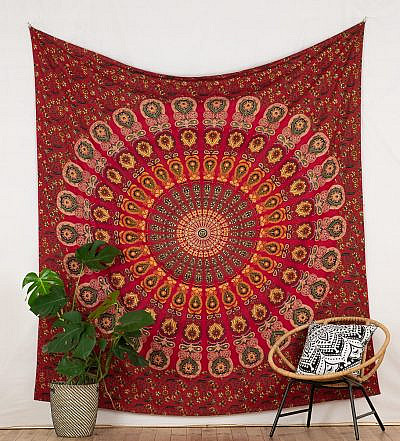 Mandala Wandtuch in rot mit Pfauenfeder Muster
