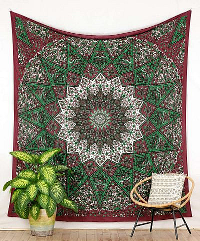 Großes Wandtuch Stern Mandala in dunkelrot grün