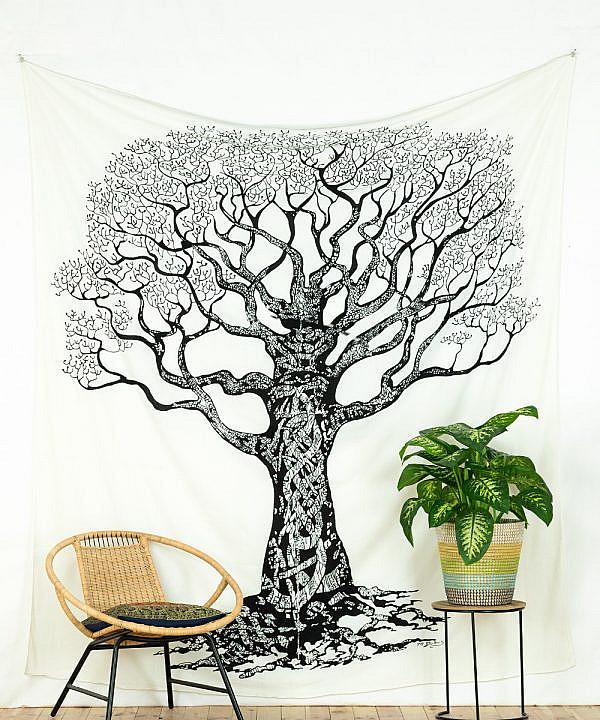 Großes Wandtuch Weltenbaum in schwarz auf weiß