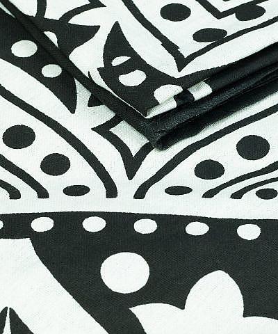 Großes Wandtuch mit Traumfänger in schwarz und weiß Detailaufnahme