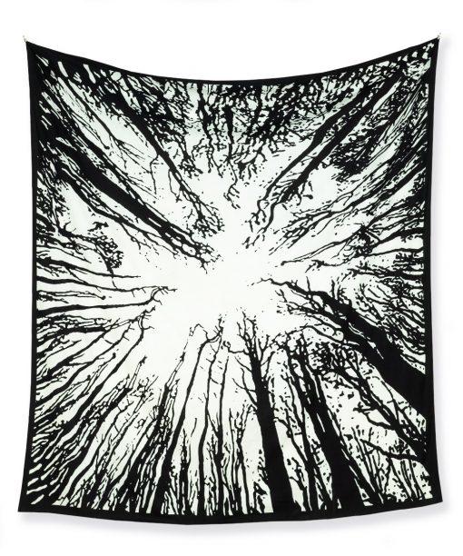 Großes Wandtuch Wald schwarz weiß