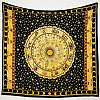 Wandtuch Sternzeichen in schwarz gelb. Darum Sterne um eine zentrale Sonne.