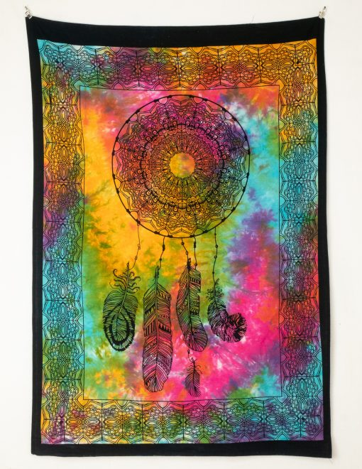 Kleines Wandtuch mit Traumfänger auf buntem Stoff