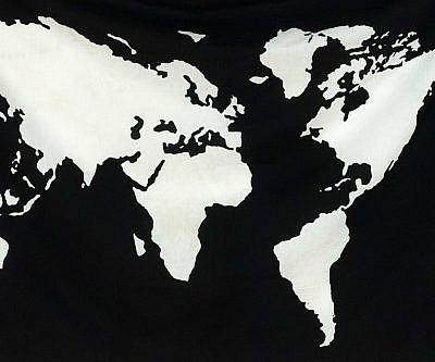 Wandtuch mit Weltkarte in schwarz und weiß