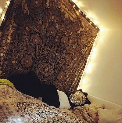 Gold Wandtuch Fatimas Hand schwarz mit Lichterketten