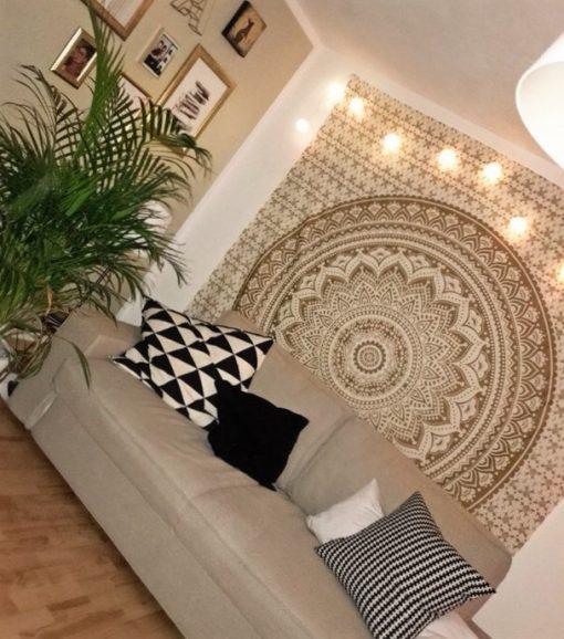 Wandtuch mit Ombre Mandala in gold auf weiß