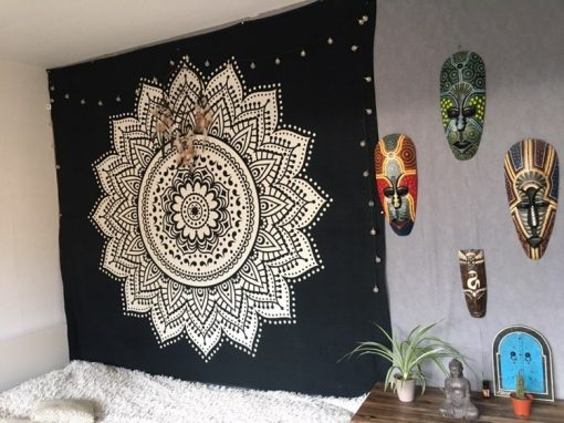 Wandtuch Lotus Mandala schwarz weiß Kundenbild - groß
