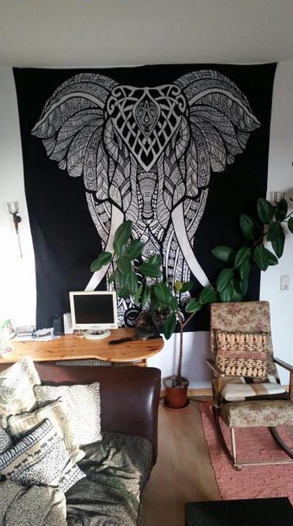 Großes Elefanten Wandtuch in schwarz im Arbeitszimmer