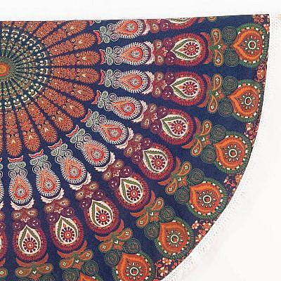 Rundes Mandala Tuch mit Pfauen muster in blau grün orange detail