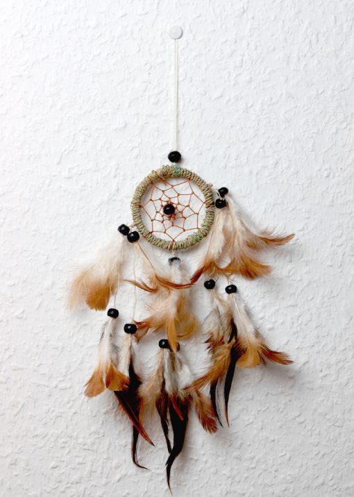 Kleiner Traumfänger aus Sisal mit Federn