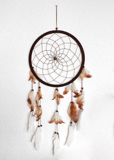 Traumfänger mit Federn in braun
