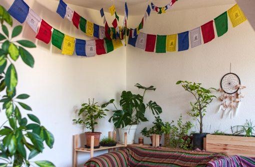 Tibetische Gebetsfahnen in verschiedenen Größen