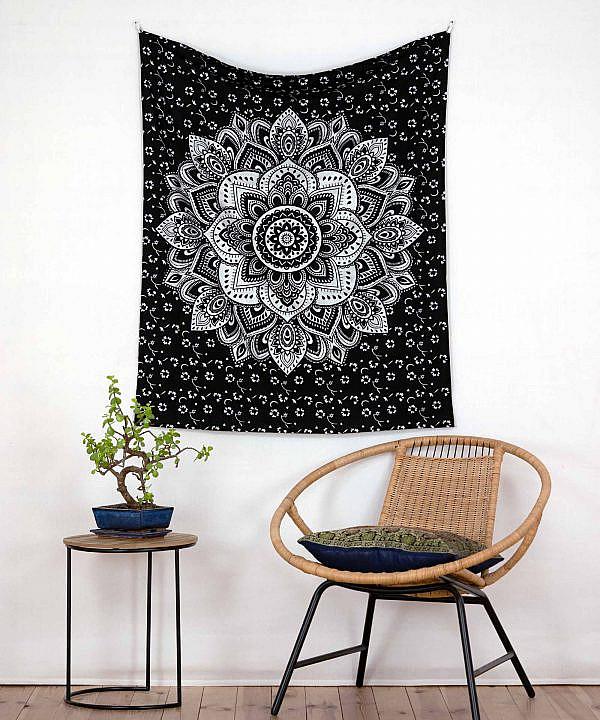 Wandbehang in schwarz und silber